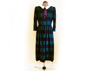 Vintage 70s 80s Dress, Grunge, Detachable Peter Pan Collar, Adams Family, Large Square Plaid, Long Sleeve, Side Pockets, Gathered at Waist