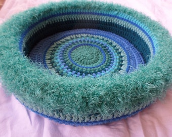 Tahira's  Hand Crocheted Cat Bed  (no. 0416)
