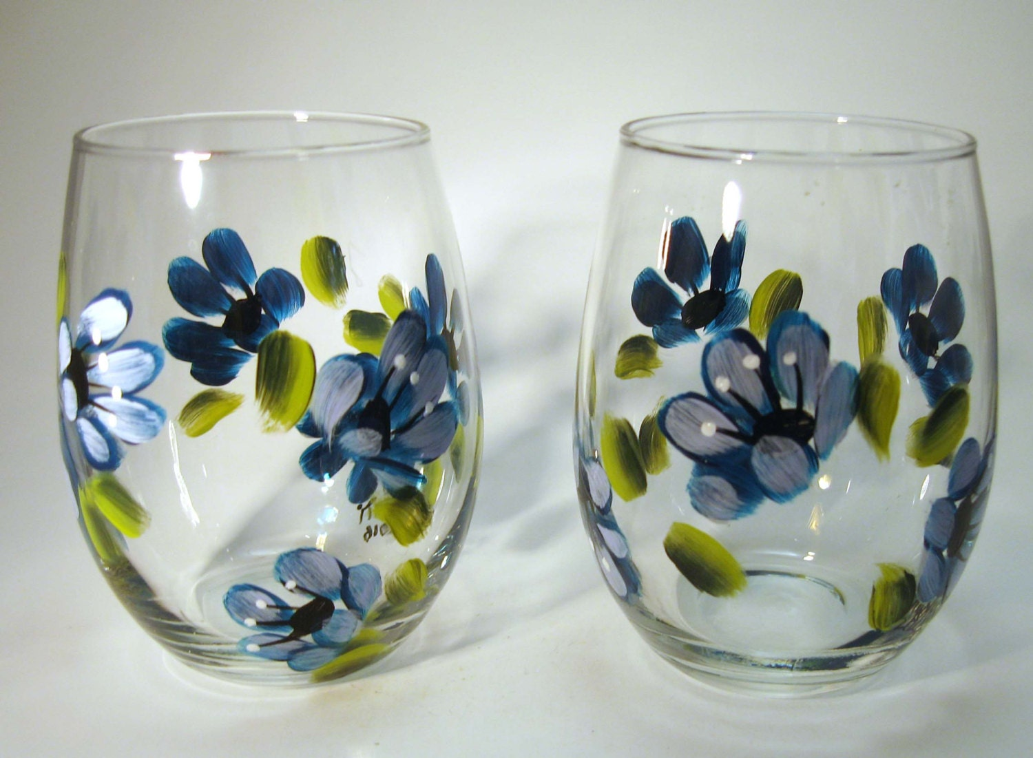 Hand painted blue floral stemless wine glasses for Painted stemless wine glasses