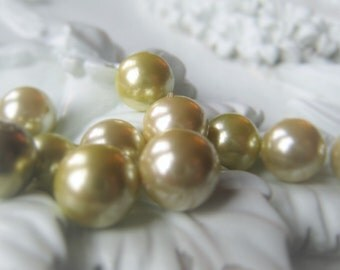 Shell Pearl Round Green Pearl  Item No. 9644