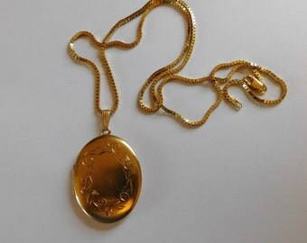 SALE!! Gorgeous Gold Picture Locket with Sterling Box Chain