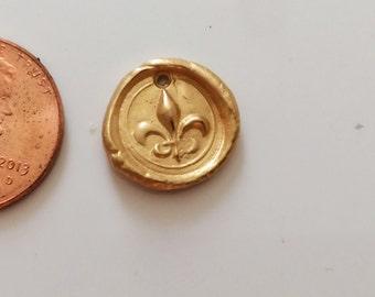 Charm Seal Style Waxing Poetic Style Fleur de Lis Gold Vermeil /CHS21V