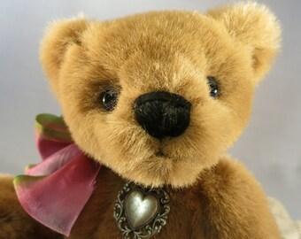 "Artist collectable bear ""Lori"""