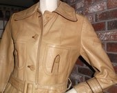 70s XS Tan 100% Leather Trench Coat Suburban Heritage Belt Hippie Boho Vintage 1970s