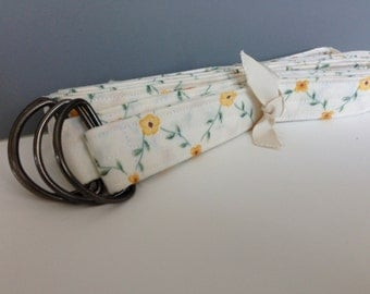 YOGA MAT SLING, White with Yellow Flowers, Yoga Mat Strap, Pilates Mat Sling Strap, Yoga Mat Carrier, Yoga Mat Tote, Fabric Yoga Mat Sling