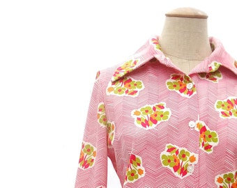 Vintage 70s Blouse Stretch Knit Polyester Blouse Button Front Pointy Collar Blouse Floral Long Sleeve Pink Green Orange Flowers size Medium