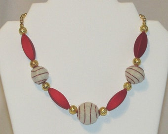 Alaskan Malamute felted fur necklace: light fur-red rubber-gold plated rounds