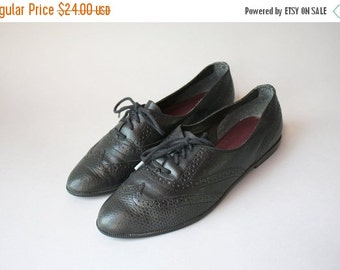 STOREWIDE SALE 1980s Oxford Flats / Vintage 80s Wingtip Brogues / 80s Black Leather Lace Up Flats