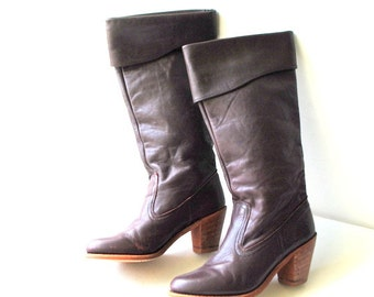 Boho vintage 70s dark brown-burgundy, genuine leather  boots with a cuff and stacked wood heel. Made by Dexter. Size 5 1/2M.