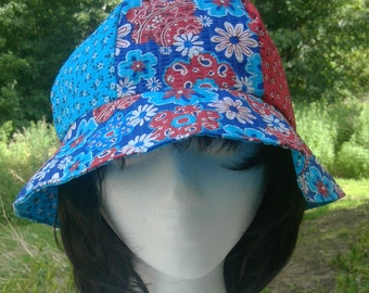 Blue and red Reversible bucket hat with flowers