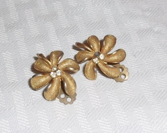 1950s Vintage Coro Gold Tone Flower Earrings with Rhinestones Clip On Style