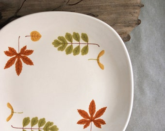 Vintage Poppytrail Serving Platter Meat Tray in the Indian Summer Pattern Fall Dining Autumn Leaves Mid Century Modern Design Metlox China