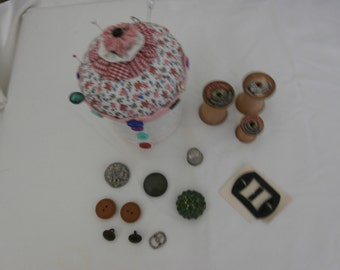 YOYO Cupcake PINCUSHION With STORAGE  with Bonus  Wood Spools Thimble and notions