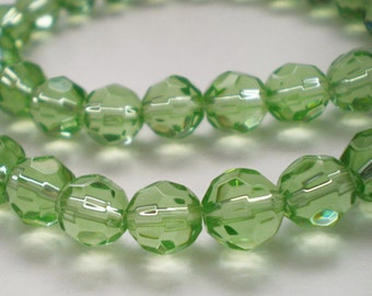 20pcs - 8mm Faceted Peridot Green round Glass beads