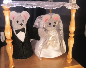 Bride and Groom Mouse in a Chuppah.  NEW LOWER PRICE