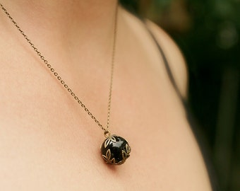 Absinthe - necklace with thin antique brass chain and black onyx pendant