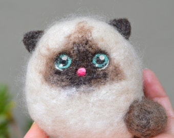 Needle Felted Cashmere Wool Fluffy Mama Siamese Cat