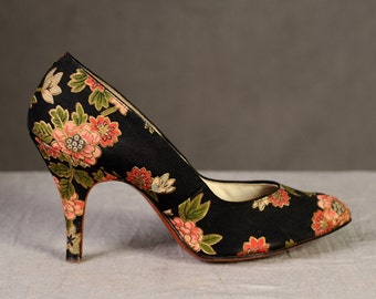 Vintage Shoes 50s 60s Black Silk Floral - Hourglass High Heels Pointed Toe - 6 N