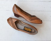 Maple leather peeptoes | vintage 1970s wedges | woven leather 70s shoes 8.5