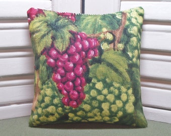 Grapes, lavender sachet, rustic grapes fabric, natural room freshener, filled with 100% dried lavender for a fresh aroma