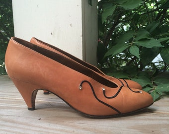 Vintage Pumps with Black Swirls and Rhinestones // Size 6 Made in Italy by Milano Moda New York City // brown shoes leather heels 1980s 80s