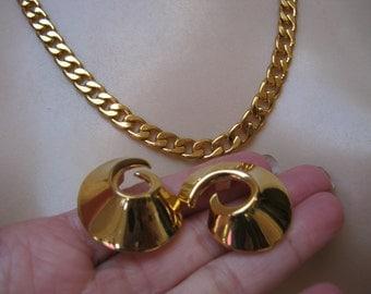 """Vintage bold Napier flat link 22"""" goldtone necklace, gold link Napier necklace bold swirl clip earrings, modern sleek necklace earring set"""