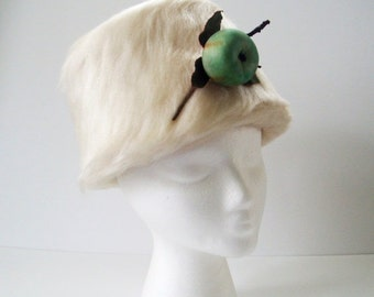 Sale Vintage White Faux Fur Hat, MOD 60s White Faux Fur Winter Toque Hat with Green Apple Brooch by Elaine, 1960s White Hat, Winter White Ha