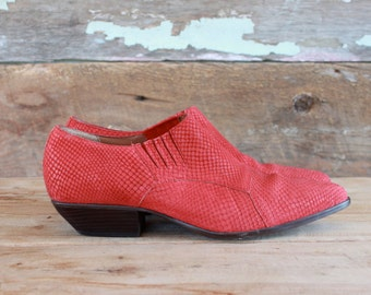 red leather ankle boots / size 7.5 / winklepicker cowboy booties by Nine West / faux snakeskin boots