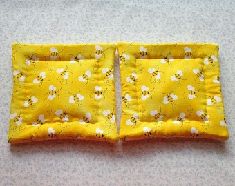 bumble bees hand quilted set of 2 potholders hot pads