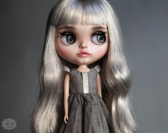 Little Wings - grey silk dress with gold details and white sparkling wings - Blythe Licca Pullip - Handmade doll outfit by KarolinFelix
