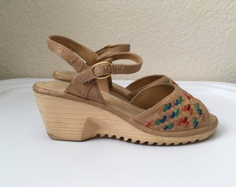 Vintage Shoes Women's 70's Wedge, Sandals, Tan by Highlights (Size 6 1/2)