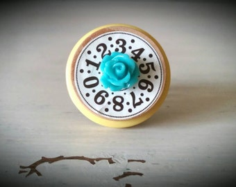 Vintage Inspired Spool Top Button Ring