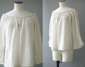 Cotton peasant blouse | Off white textured cotton top with open shoulders | 1990's by cubevintage | medium