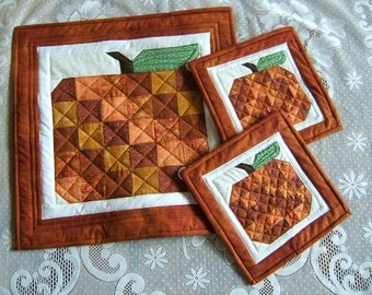 Insulated Pumpkin Pot Holders and Table Mat  /Item # 08