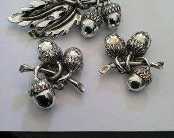 Broach and earrings set Acorn Acorns Silver tone metal 1950s