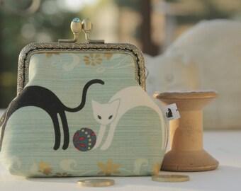NEW Bronze metal frame coin purse/ jewelry purse/ turquoise rhinestones/Hyakka Ryoran Neko/Japanese fabric/ Mind the cat collection