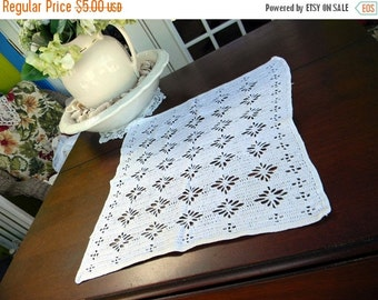 Large Centerpiece or Doily - Vintage Filet Crochet in White 10390