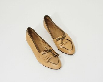Womens Tan Leather Loafer Flats with Fringe Size 9
