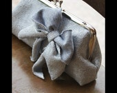 Funny, simple samll clutch - silver grey with bow