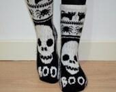 Skull socks in grey and white wool