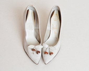 Vintage 60s White Perforated Leather Cherry Bow Pumps / 1960s White Pointy Wood Heels 6.5