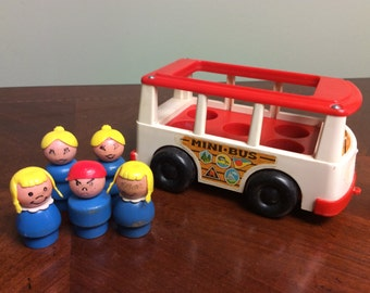 5 Wooden Little People and Mini Bus