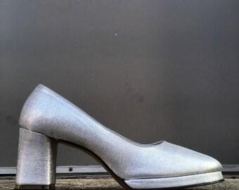 70s Mint Never Worn Mod Silver Metallic Pumps Heels Shoes 8.5