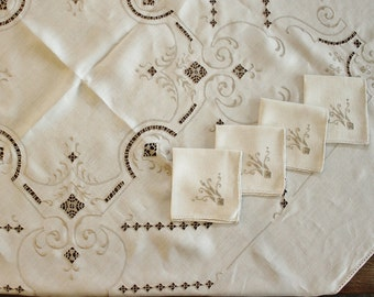 Vintage  Art Deco Embroidered Cutwork Ecru Linen Tablecloth and 4 Napkins