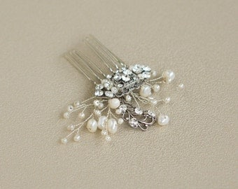 Small pearl wedding hair comb wedding headpiece Pearl wedding hair comb Mini hair piece Pearl accessories Bridal hair accessories