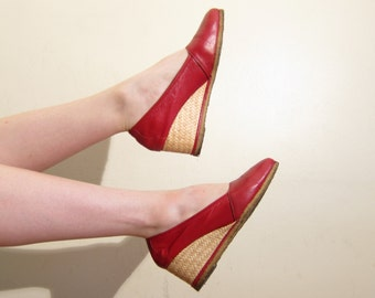 Vintage 1970s Red Wedge Shoes / 70s Leather Sandals Red Espadrilles   / Size 8