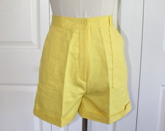 1970s Yellow High Waist Shorts . Vintage 70s Cotton Cuffed Fitted Waist Hunter's Glen Summer Shorts . Made in Japan . Sz Small