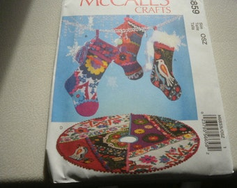Pattern Christmas Festive Decorations Tree Skirt and Stockings McCalls 6859