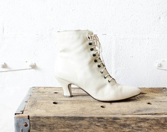 White Leather Boots 9 • Cream Granny Boots • Retro Victorian Boots • Ivory Lace Up Boots   SH224