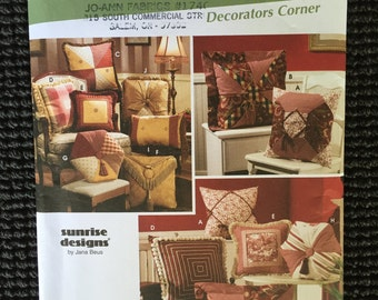 Simplicity 5605 Home Decorating 10 Great Pillows Sewing Pattern UNCUT